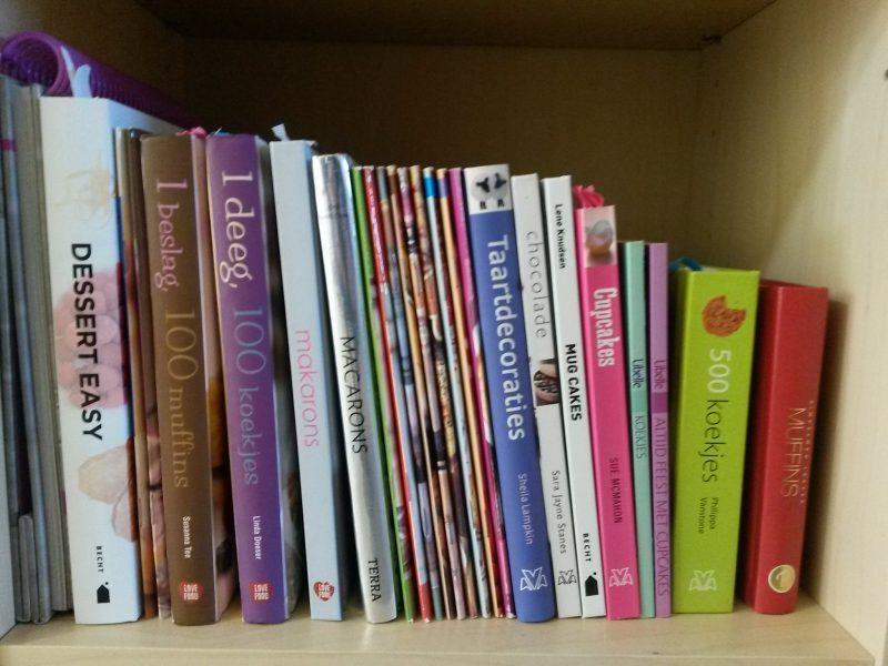 Boekenkast Voor Uitnodigend : De boekenkast in groep voor de pictogrammen op de mandjes heb